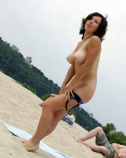 Amateur women with big natural boobies..