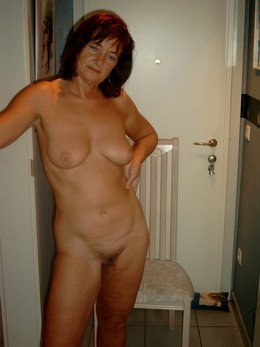Sex starved older mom exposing her..