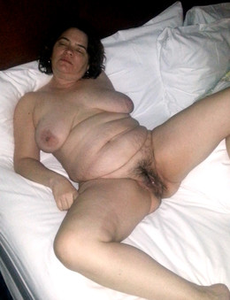 Fat mature lady with unshaven pussy..