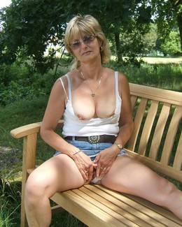 Older whore with saggy boobs