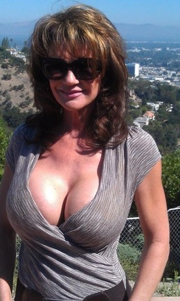 Big tits model Deauxma on the rest