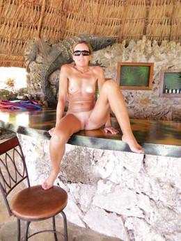 Slender milf Thai beach bar