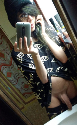 Young asian shemale shows nude selfies
