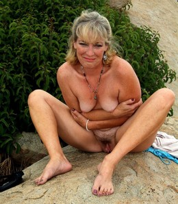 Glam mommy naked at the car
