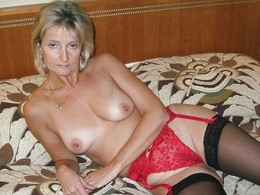 Milf posing and gets fucked so nice