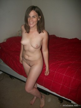 Your Mom posing naked and flashes
