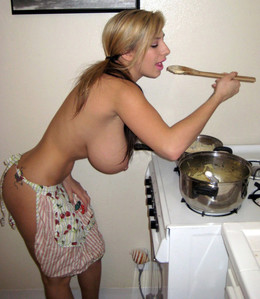 Busty housewife nude at the home and..