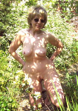 Outdoor erotic pictures of round..