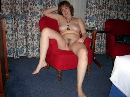 Sexy nude milf posing with short hair