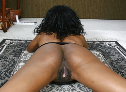 Old black mom opens her pussy on the bed