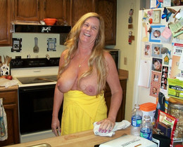 Amateur mature women cooking fully nude
