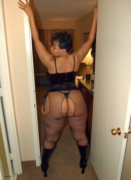 Sexy mature ebony with thick thighs..