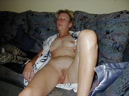 Naked American housewives, amateur..