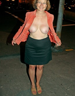Exhibitionist photo with a mature..