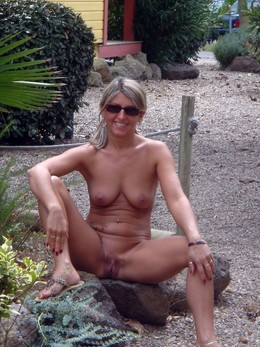 Busty MILFs and GFs on the beaches