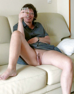 My mature wife completely naked at..