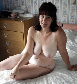 See more mature women with hairy cunt.