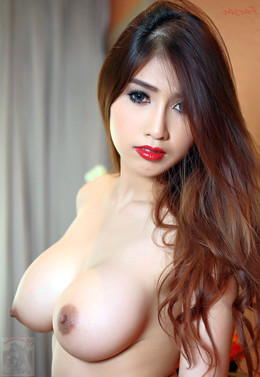 Beautiful Thai models exposing her..