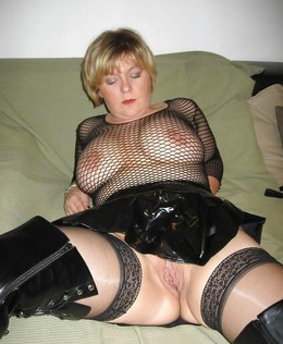 Sexy mature cougars dressed in..