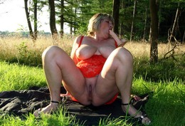 Amateur women nudists show small and..