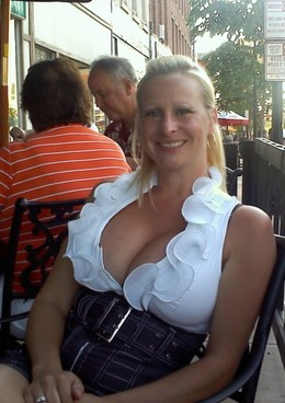 Cute blonde mature woman bares her big..