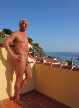 Older Men youn can see my big cock..