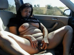 Middle aged woman penetrates her hairy..